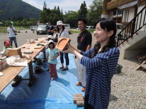 午後は遊学の森で「木工クラフト体験」木のお皿を作ります