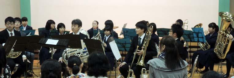 コンサート終盤、金山中学校もスタンバイし夢の協演スタート!