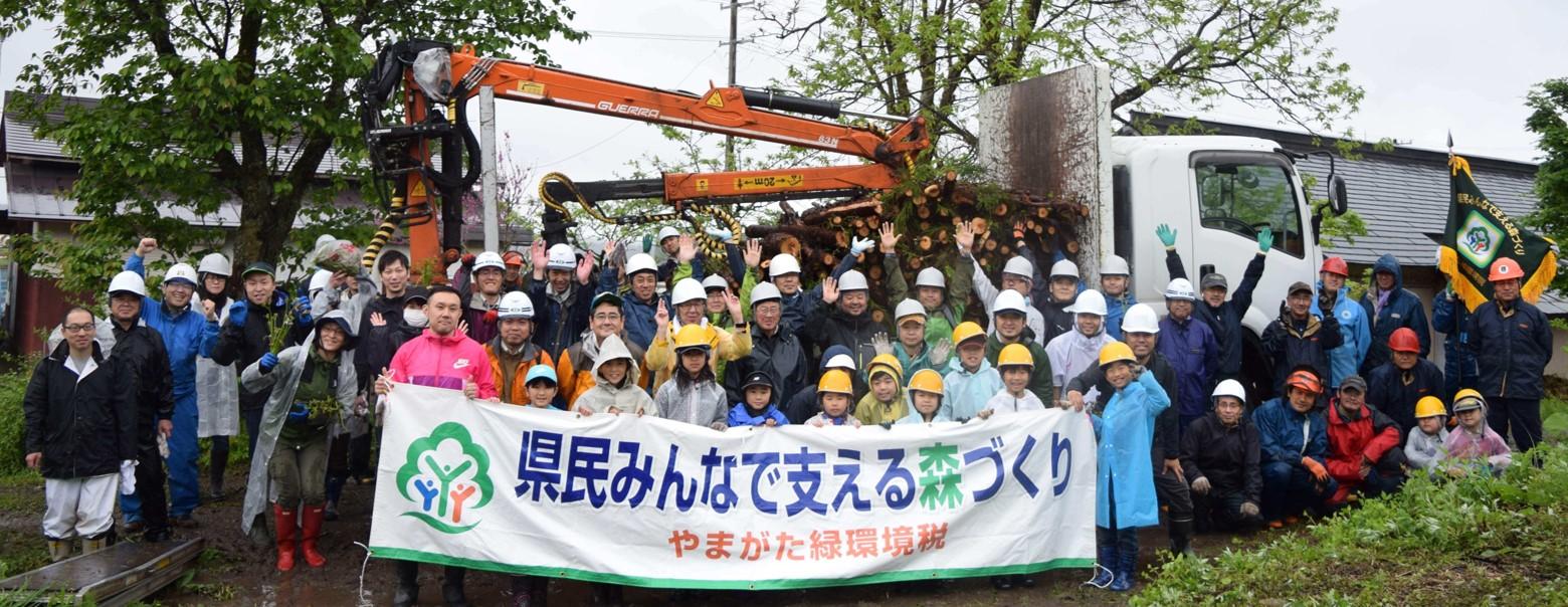 第21回かねやま絆の森 参加者70名で雨ニモマケズ記念撮影!